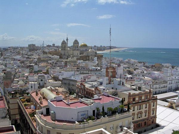A_rooftop_view_of_the_old_city_of_Cadiz.jpg
