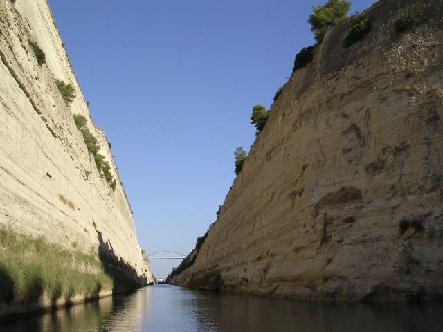 In_the_Corinth_Canal.jpg