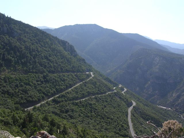 Mountain_pass_near_Plaka.jpg
