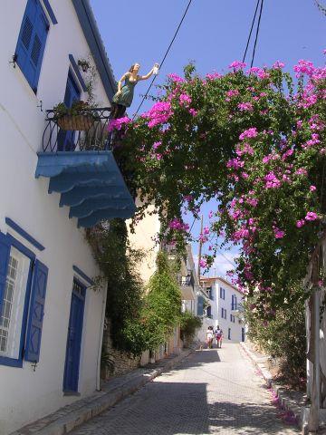 Street_scene_in_Galaxhidi.jpg