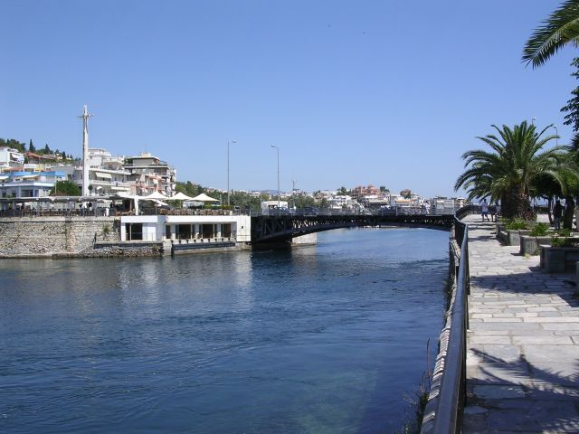 The_bridge_at_Khalkis.JPG