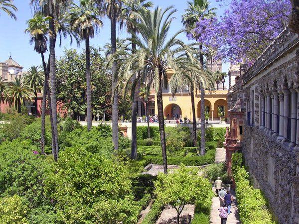 The_gardens_of_Real_Alcazar_in_Seville.jpg