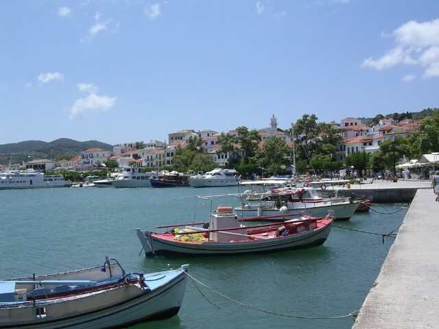 The_harbour_at_Skopelos_town.jpg