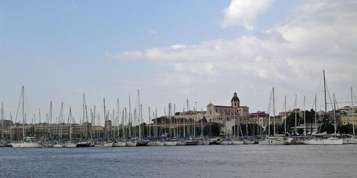 The_waterfront_at_Cagliari.jpg
