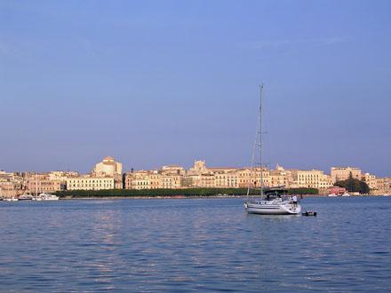 Waterfront_at_Siracusa.jpg