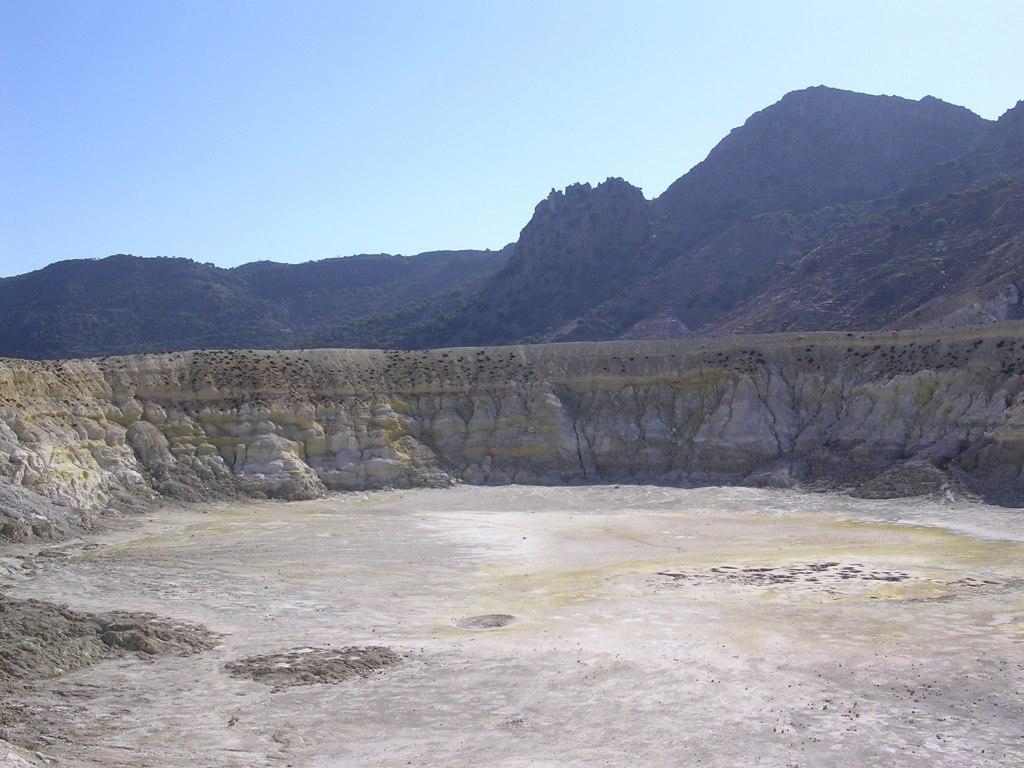 crater_nisiros_1.jpg