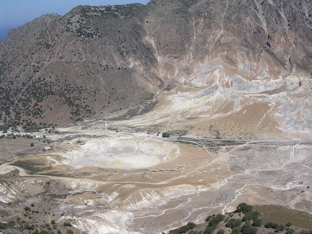 crater_nisiros_2.jpg