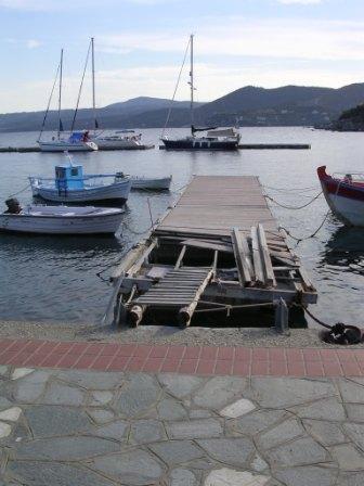 pontoons_pergadhikia.jpg