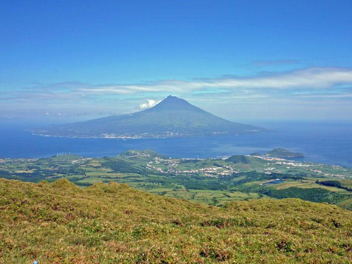 Pico_from_Faial_caldera.jpg