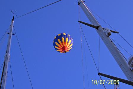 Balloon_rides_over_Vannes.jpg