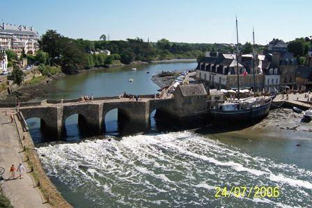 Bridge_over_the_River_Auray.jpg