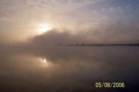 Early_morning_mist_on_the_Vilaine_River.jpg