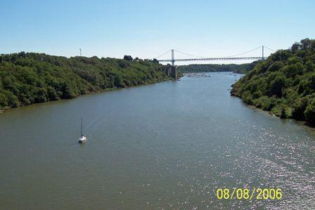 Motorway_bridge_over_the_Vilaine_River.jpg