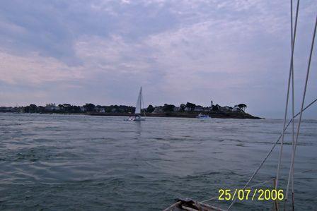 Navalo_Lighthouse_outbound_Gulfe_du_Morbihan.jpg