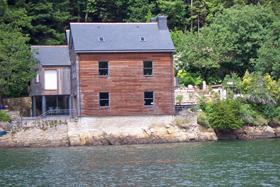 Riverside_house_on_the_Odet.jpg