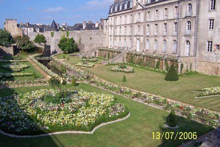 The_rampart_gardens_Vannes.jpg